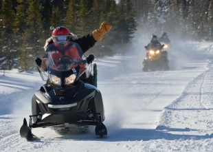 Private Randell Brud, a member of 5 Canadian Ranger Patrol Group, leads the way as members of 4 Engineer Support Regiment and 5 Canadian Ranger Patrol Group conduct a long range patrol by snowmobile in the area of Goose Bay, Labrador on February 11, 2015 during Exercise NORTHERN SAPPER. Photo: MCpl Robert LeBlanc, 5th Cdn Div Public Affairs AX2015-0002-36 ~ Le soldat Randell Brud, membre du 5e Groupe de patrouille des Rangers canadiens, ouvre la voie aux membres du 4e Régiment d'appui du génie et du 5e Groupe de patrouille des Rangers canadiens pendant une patrouille à long rayon d'action en motoneige dans la région de Goose Bay, au Labrador, le 11 février 2015, lors de l'exercice Northern Sapper. Photo : Cplc Robert LeBlanc, Affaires publiques de la 5 Div C AX2015-0002-36